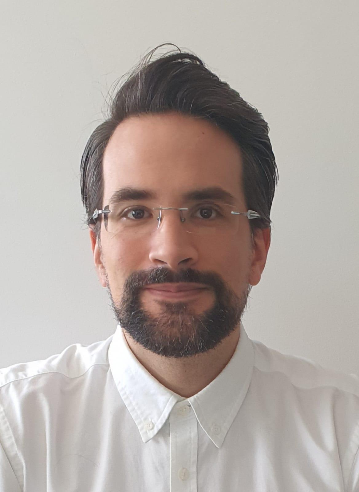Portrait of Dr David Castro-Perez